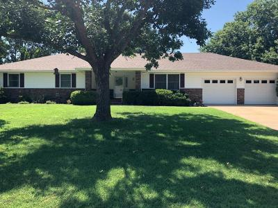 Carthage MO Single Family Home For Sale: $184,900