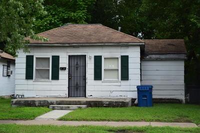 Jasper County Single Family Home For Sale: 1411 S Kentucky Avenue