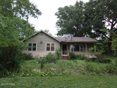 Neosho MO Single Family Home For Sale: $104,900