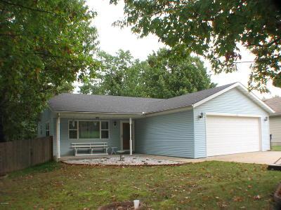 Newton County Single Family Home For Sale: 402 E Daugherty Road