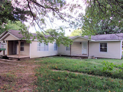 Barry County, Barton County, Dade County, Greene County, Jasper County, Lawrence County, McDonald County, Newton County, Stone County Single Family Home For Sale: 1406 Cunningham