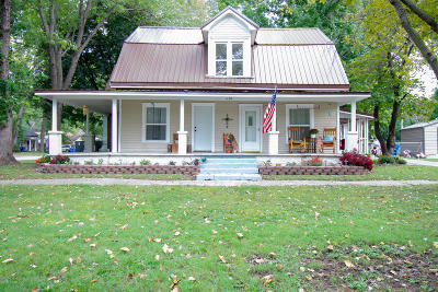 Newton County Single Family Home For Sale: 1103 Delaware Street