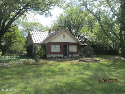 Barry County, Barton County, Dade County, Greene County, Jasper County, Lawrence County, McDonald County, Newton County, Stone County Single Family Home For Sale: 21031 Gateway Drive