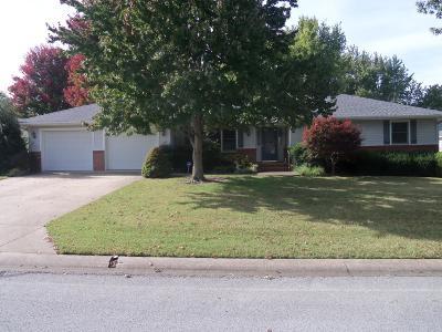 Carthage MO Single Family Home For Sale: $190,000