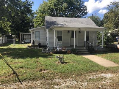 Oronogo MO Single Family Home For Sale: $58,900