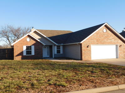 Carl Junction MO Single Family Home For Sale: $144,700