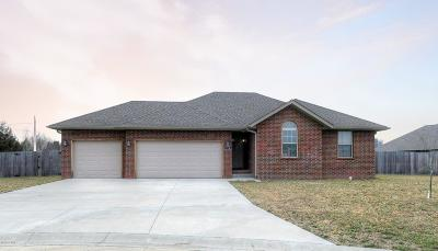 Carl Junction MO Single Family Home For Sale: $150,000