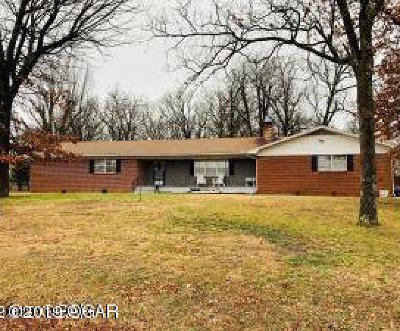 Barry County, Barton County, Dade County, Greene County, Jasper County, Lawrence County, McDonald County, Newton County, Stone County Single Family Home For Sale: 8448 Newt Drive