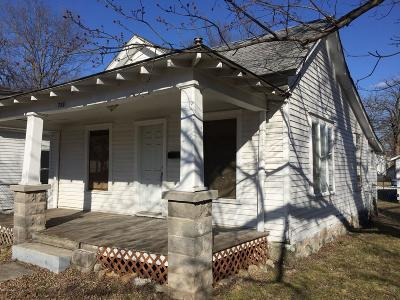 Barry County, Barton County, Dade County, Greene County, Jasper County, Lawrence County, McDonald County, Newton County, Stone County Single Family Home For Sale: 725 S Connor Avenue