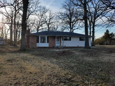 Neosho MO Single Family Home For Sale: $165,000