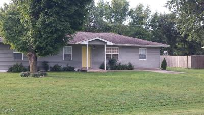 Newton County Single Family Home For Sale: 1514 Maple Lane