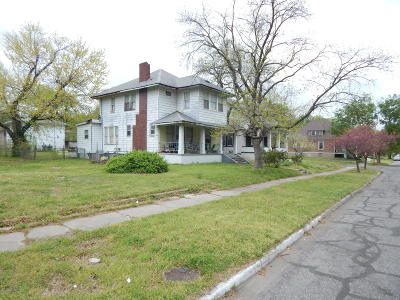 Jasper County Single Family Home For Sale: 228 N Sergeant Avenue