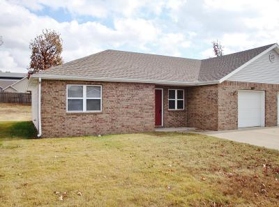Barry County, Barton County, Dade County, Greene County, Jasper County, Lawrence County, McDonald County, Newton County, Stone County Rental For Rent: 3119 Adele Court