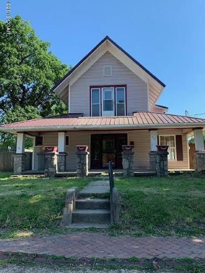 Neosho MO Single Family Home For Sale: $74,900