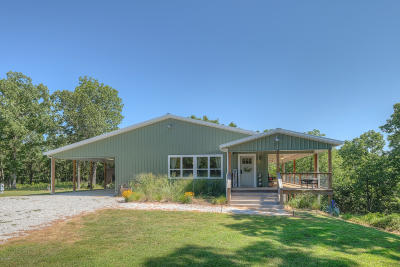 Neosho Single Family Home For Sale: 9220 Pecan Drive
