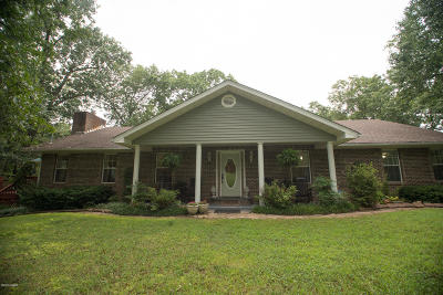 Neosho MO Single Family Home Active With Contingencies: $275,000