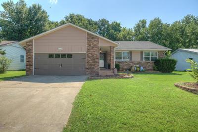 Barry County, Barton County, Dade County, Greene County, Jasper County, Lawrence County, McDonald County, Newton County, Stone County Single Family Home For Sale: 747 W Wickersham