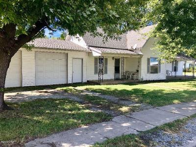 Jasper County Single Family Home For Sale: 320 N Madison