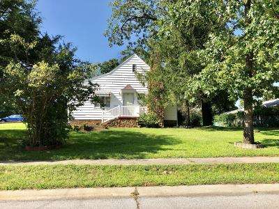 Newton County Single Family Home For Sale: 104 W Grand