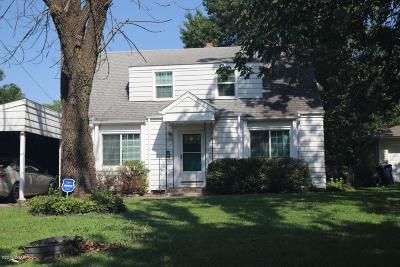 Neosho Single Family Home For Sale: 725 Oak Ridge Dr