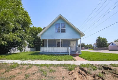 Jasper County Single Family Home For Sale: 1925 S Moffet Avenue