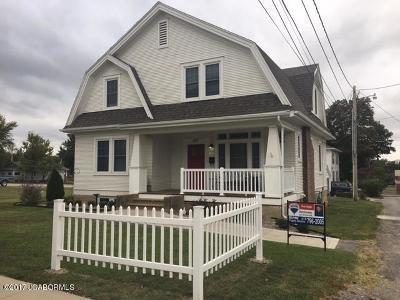 Single Family Home For Sale: 217 S Oak Street