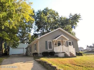 Single Family Home For Sale: 305 E Walnut Street