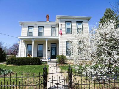 Single Family Home For Sale: 205 S Oak Street