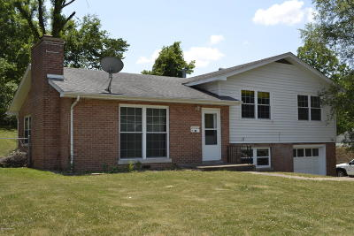 Single Family Home For Sale: 2303 Oakview Drive