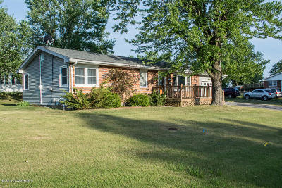 Fulton Single Family Home For Sale: 1004 Sioux Drive