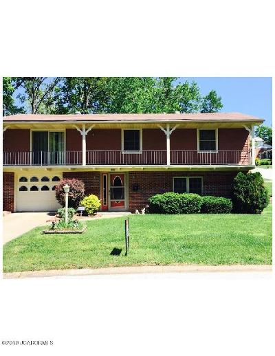 Jefferson City Single Family Home For Sale: 2102 Buehrle Drive