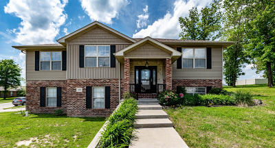 Holts Summit MO Single Family Home For Sale: $224,000