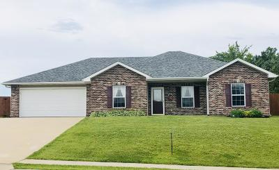 Holts Summit MO Single Family Home For Sale: $157,900