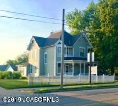 Single Family Home For Sale: 102 S Oak Street