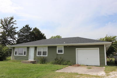 Ashland, Columbia, Hartsburg, Fulton, Holts Summit, New Bloomfield, Centertown, Eugene, Jefferson City, Russellville, Wardsville Single Family Home For Sale: 6827 S Silver Drive
