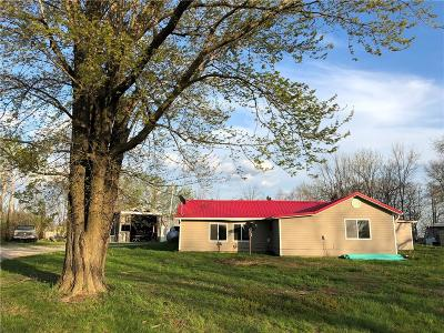 Benton County, Camden County, Cole County, Dallas County, Hickory County, Laclede County, Miller County, Moniteau County, Morgan County, Pulaski County Single Family Home For Sale: 3166 Old South 5