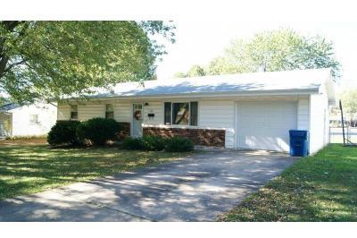 Benton County, Camden County, Cole County, Dallas County, Hickory County, Laclede County, Miller County, Moniteau County, Morgan County, Pulaski County Single Family Home For Sale: 1003 Elizabeth