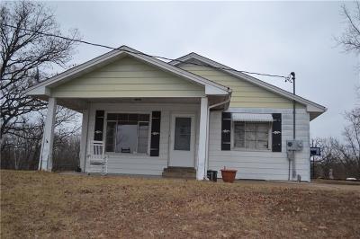 Benton County, Camden County, Cole County, Dallas County, Hickory County, Laclede County, Miller County, Moniteau County, Morgan County, Pulaski County Single Family Home For Sale: 986 Hwy 17
