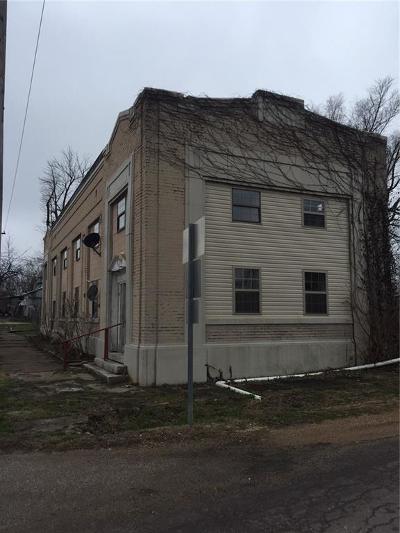 Barnett Single Family Home For Sale: 304 Locust Street S