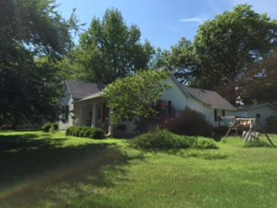 Benton County, Camden County, Cole County, Dallas County, Hickory County, Laclede County, Miller County, Moniteau County, Morgan County, Pulaski County Single Family Home For Sale: 601 McNair