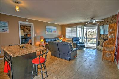 Lake Ozark Condo For Sale: 91 Wheelhouse Circle Drive #1