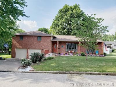 Eldon Single Family Home For Sale: 421 Bourbon W