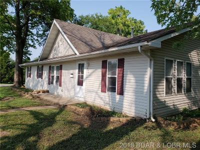 Eldon Single Family Home Contingent: 414 Maple Street N
