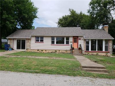 Eldon Single Family Home For Sale: 305 Newton Street W