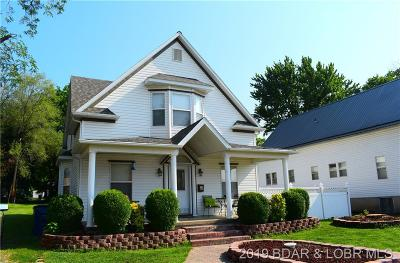 Eldon Single Family Home For Sale: 105 W 1st Street