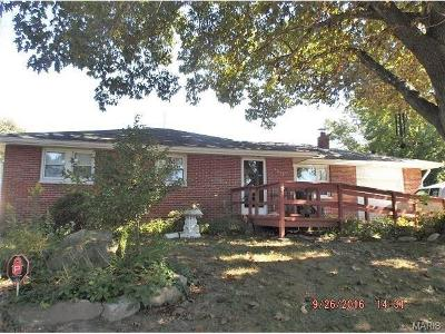 Godfrey IL Single Family Home For Sale: $94,900