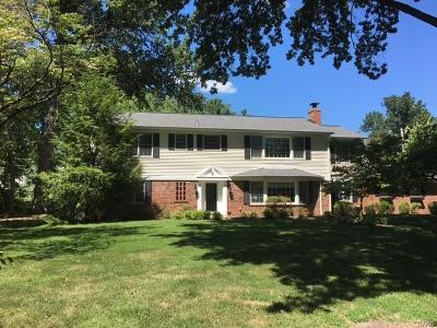 Creve Coeur Single Family Home For Sale: 4 Chilton Lane