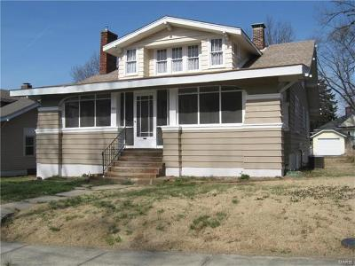 Hannibal MO Single Family Home For Sale: $98,900