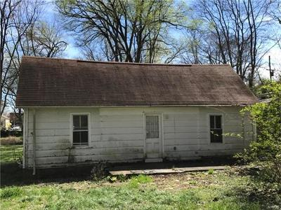Grafton IL Single Family Home For Sale: $49,000