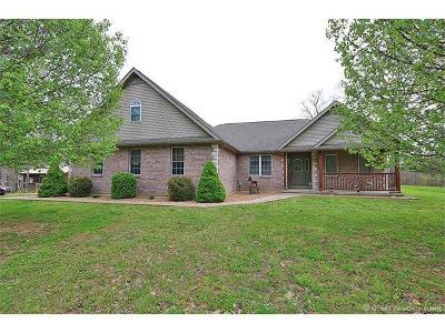 Farmington Single Family Home For Sale: 113 Crossover Ridge Road